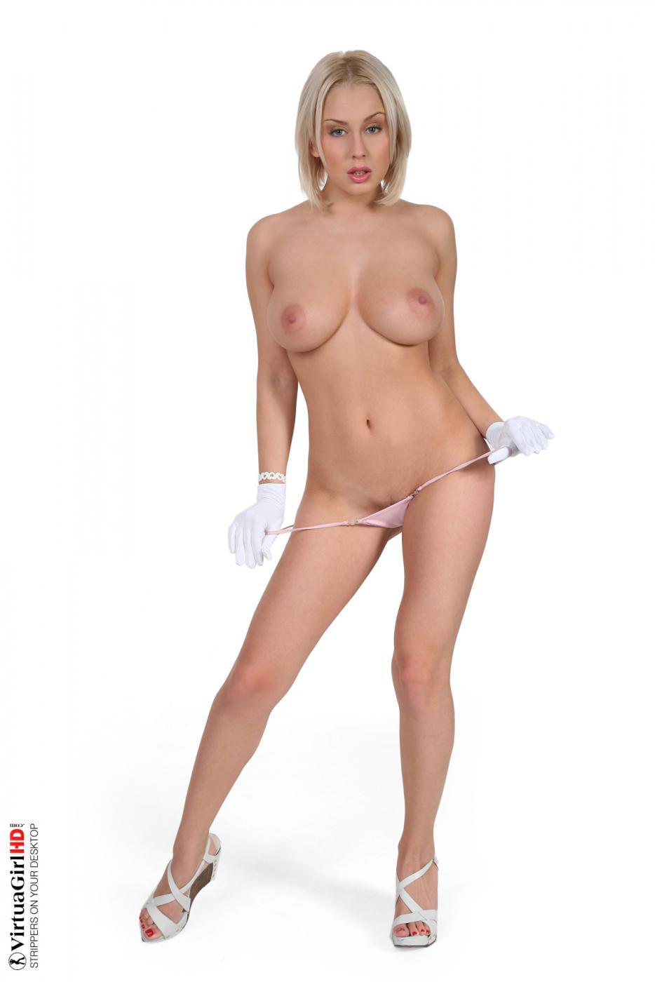 Сексапильная блондинка в униформе Mandy Dee снимает свое платье и выставляет свои титьки