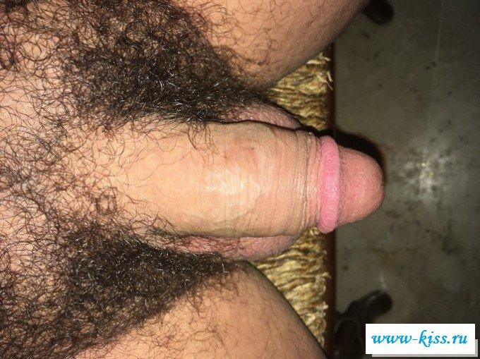 Сексуальные мужчины показывают короткие письки