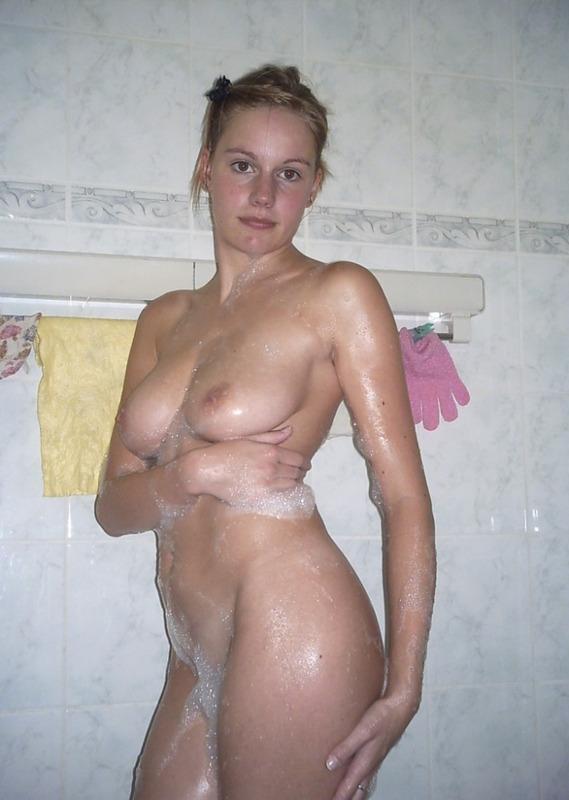 Частные снимки 19летней красотки из Англии