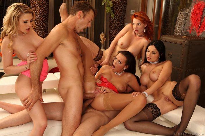 Групповой развратный секс с молодыми телочками на порно фото