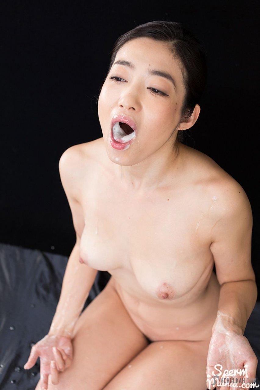 Кончили в рот азиатской девушке
