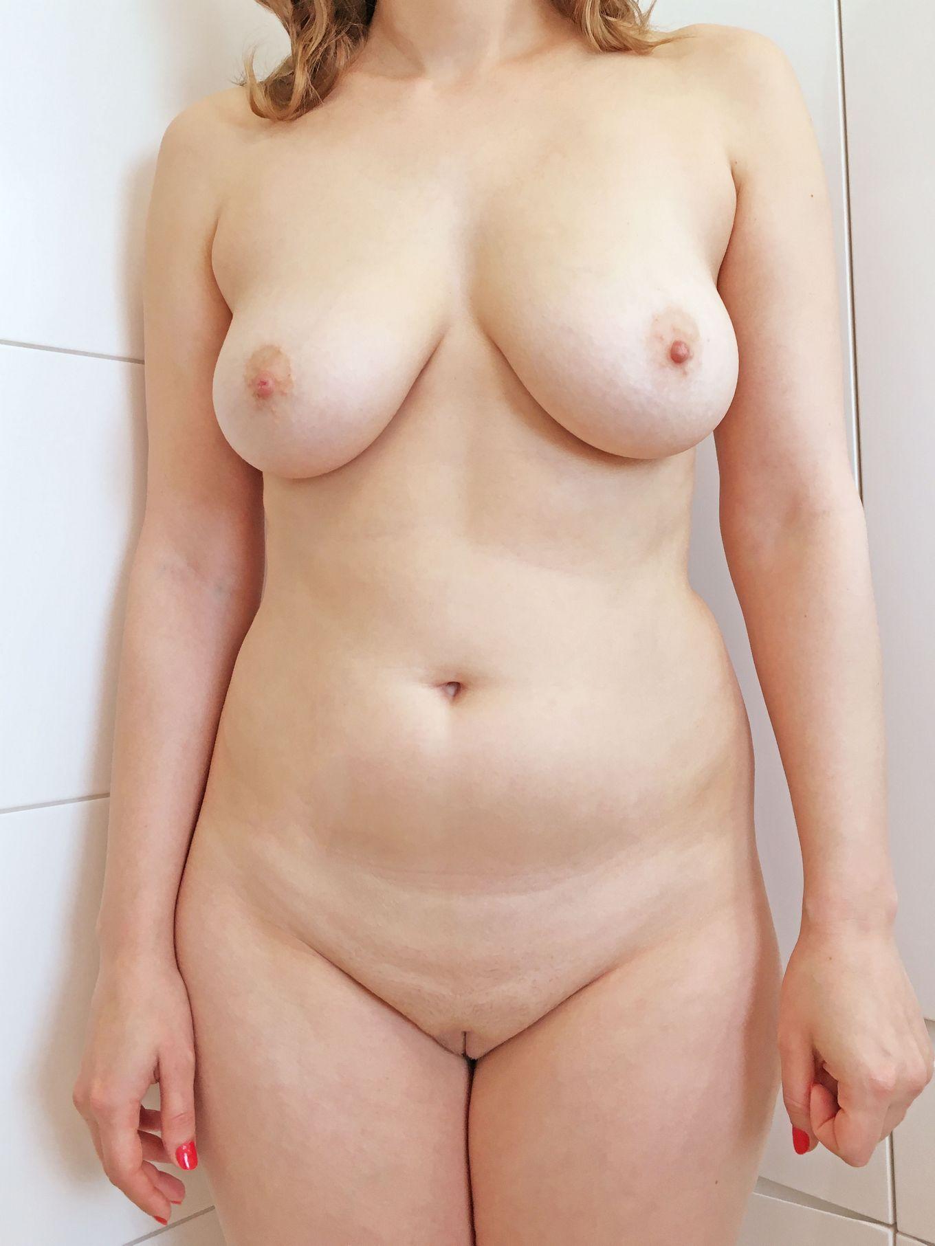 Компиляция голых сисек молодых девушек в домашних условиях