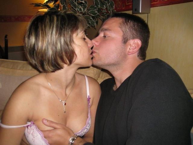 Сексуальные дамы с тугими кисками глубоко берут в рот и любят трахаться верхом