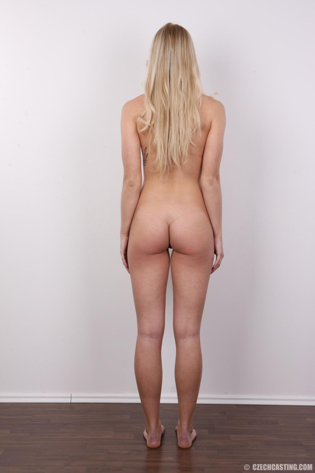 Стройная красотка с красивой грудью очень сильно хочет в порно