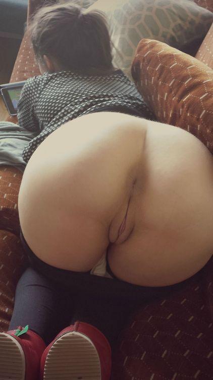 Отменные сучки показывают свои половые губки и клиторы