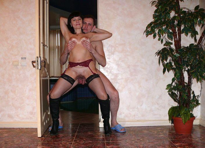 Блядовитая украинская бабенка отдыхает с любовником в сауне | 30 ХХХ фото