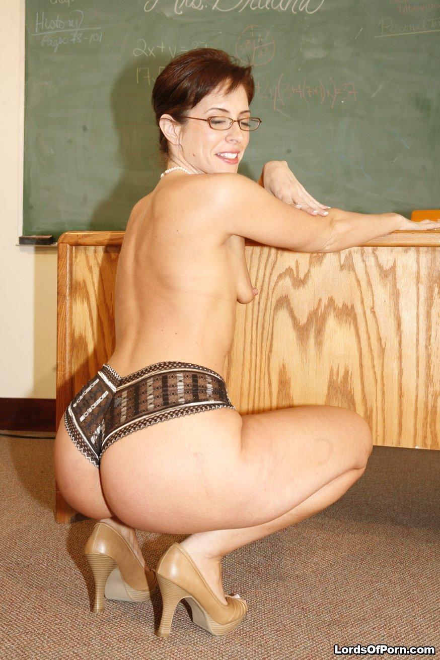 Зрелая училка дала в жопу студенту